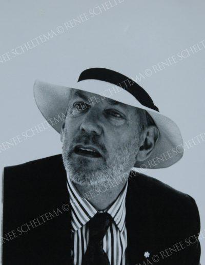 Donald Sutherland hat