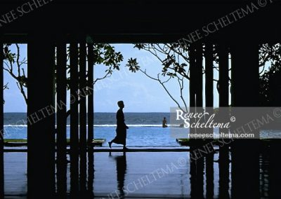 renee_scheltema_travel_hotel_pool_srilanka