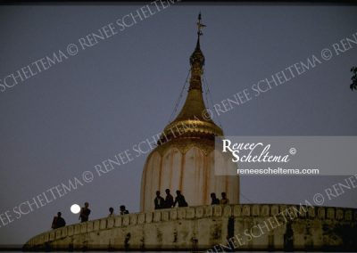 renee_scheltema_travel_moon_burma